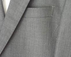4_スーツの胸ポケット